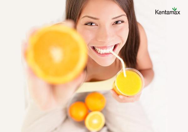 Uống nước ép trái cây