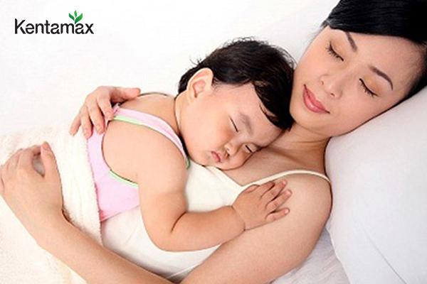 Ngủ đủ giấc trong quá trình sử dụng thuốc tăng cân cho mẹ cho con bú
