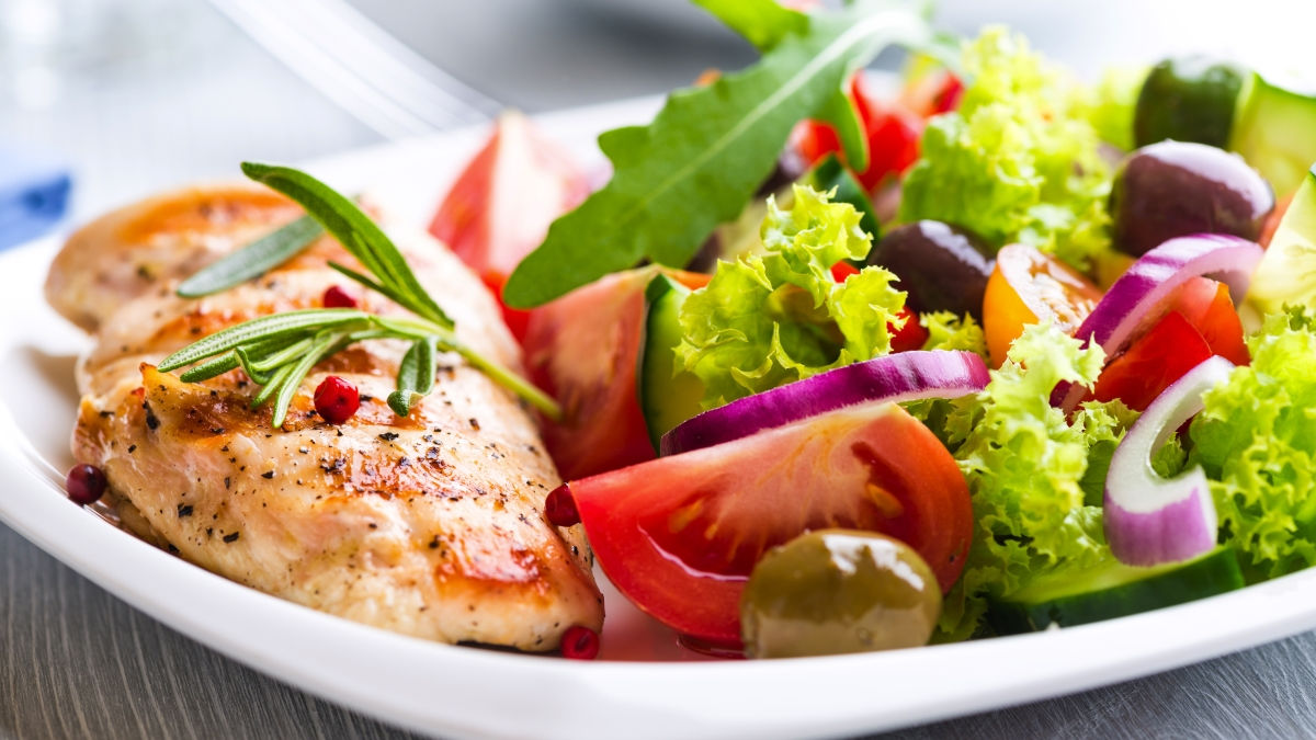 Ăn đủ chất dinh dưỡng là cách mau tăng cân nhất