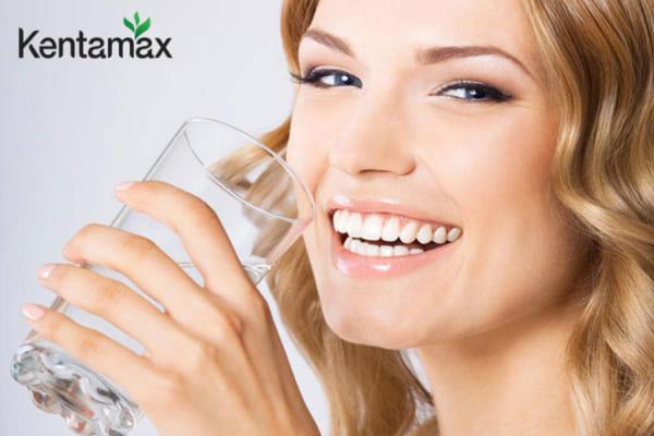 Uống 2 lít nước mỗi ngày để cơ thể thanh lọc giải độc tốt nhất
