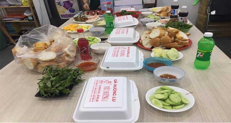 Chuẩn bị bữa tiệc sinh nhật cho nhân viên