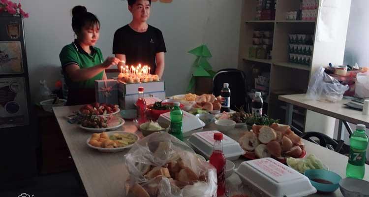 Tổ chức sinh nhật cho nhân viên công ty